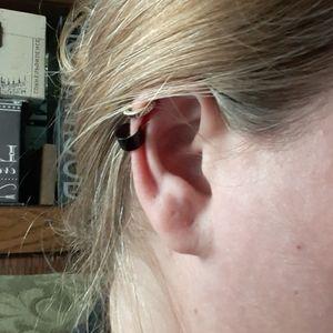 Simple Ear Cuff- black